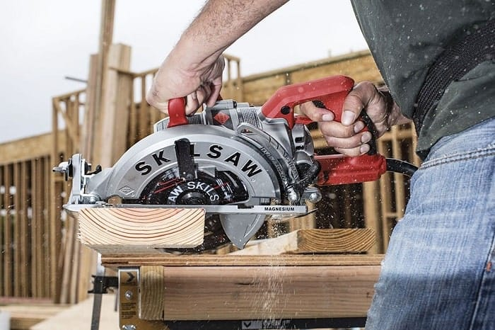 Worm Drive Saw Ergonomic Handling